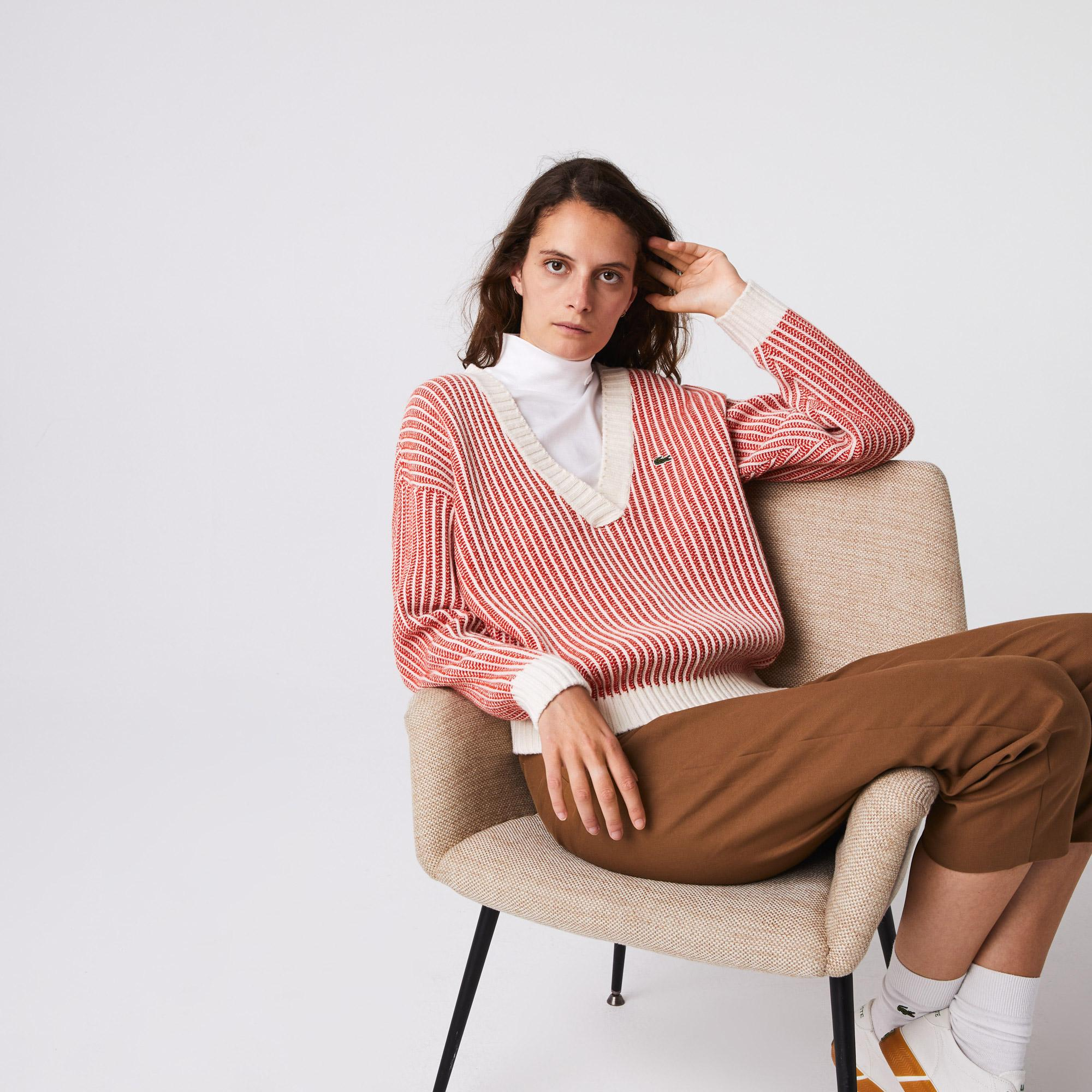 Lacoste светр жіночий з V-вирізом